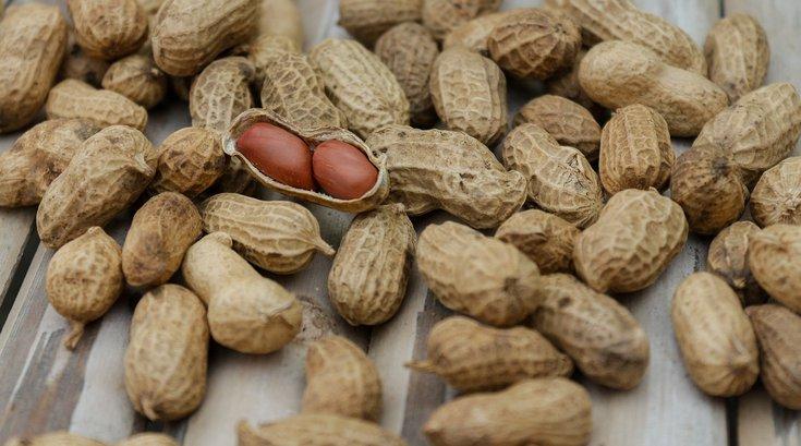 Adult-onset peanut allergy