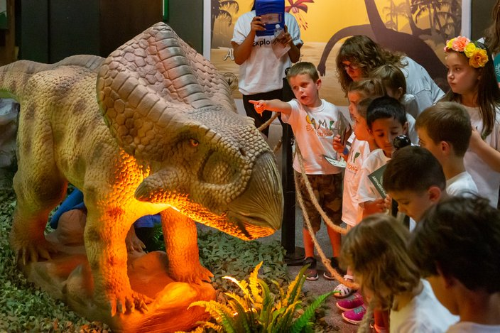 Carroll - Dinosaurs Around the World Academy of Natural Sciences