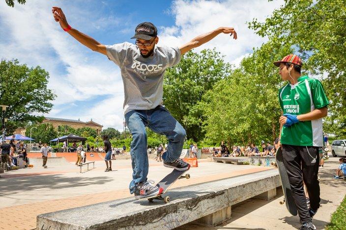 Carroll - Go Skate Day, Skateboarding