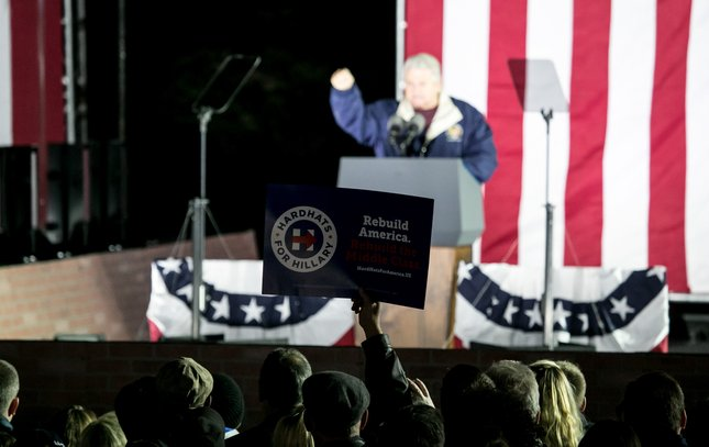 06-110716_ClintonRally_Sikich.jpg