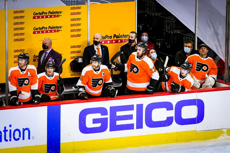 Flyers_Bench_team_Claude_Giroux_01132021_Flyers_Pens_Frese.jpg