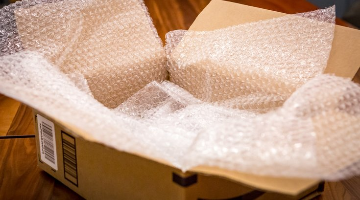Carroll - A package with bubble wrap