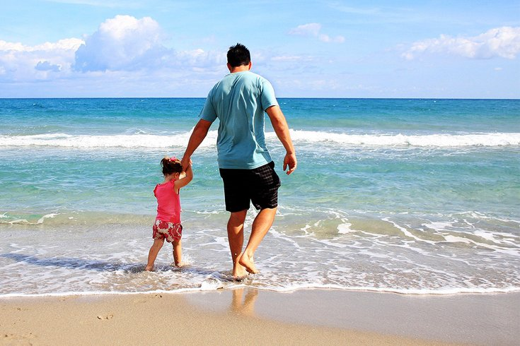 08092018_father_daughter_beach_Pexels