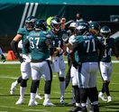 Huddle_Carson_Wentz_Eagles_Rams_Kate_Frese_092020