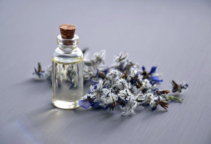 12042018_lavender_oil_pexels.