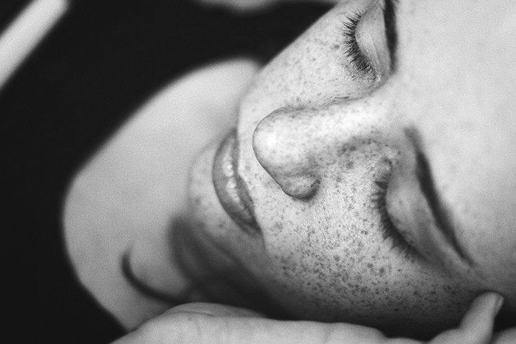 12112018_woman_sleep_unsplash