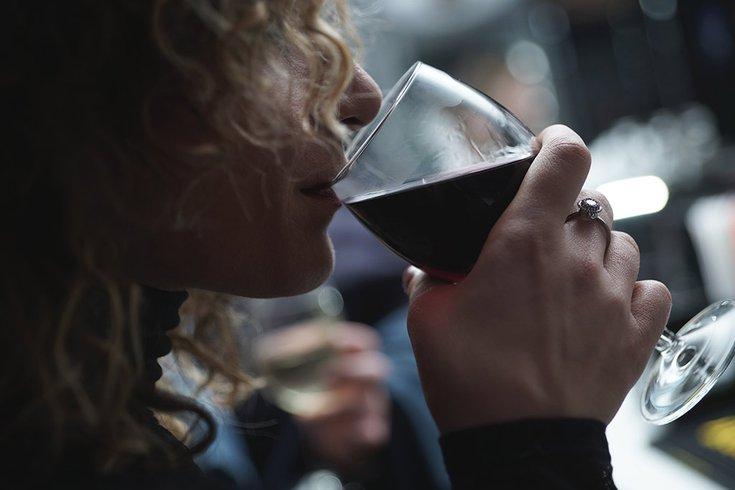 12202018_woman_wine_unsplash