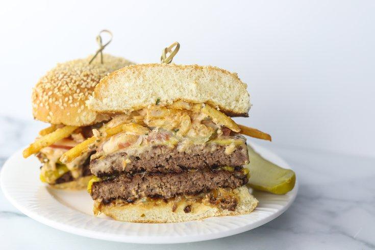 Livy's Plant Based Foods是Jose Garces在费城的一个新概念,提供素食汉堡。(photo:PhillyVoice)