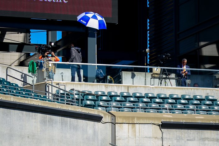 TV_Crew_empty_stands_Eagles_Rams_NFL_Kate_Frese_092020
