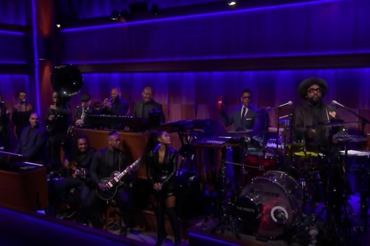 ariana grande the roots perform aretha franklin
