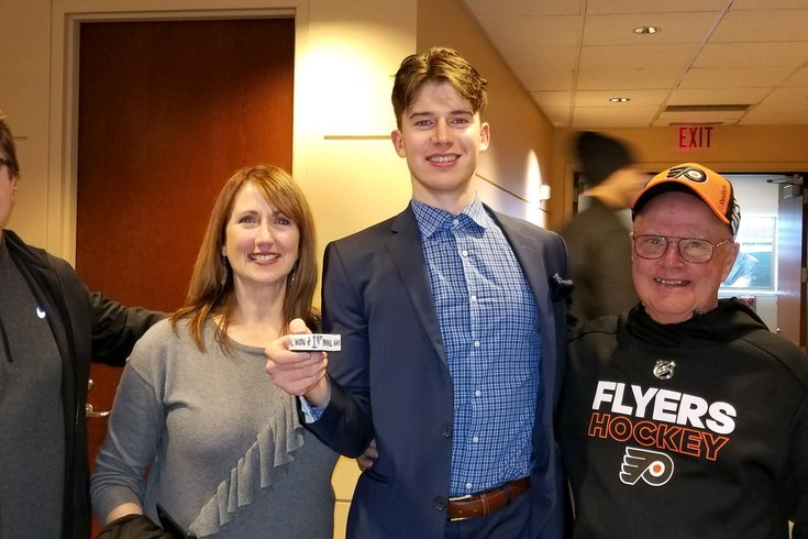 reputable site f2048 daaf5 Carter Hart's parents experienced Flyers' debut with him ...