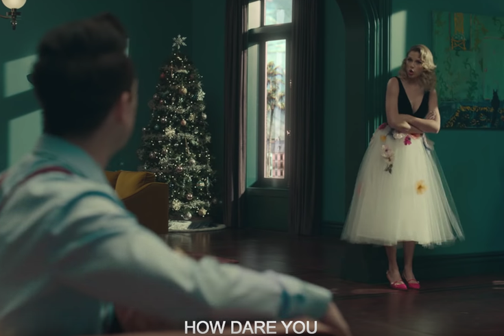 Taylor Swift Christmas.Taylor Swift References Childhood In Pa In New Music Video