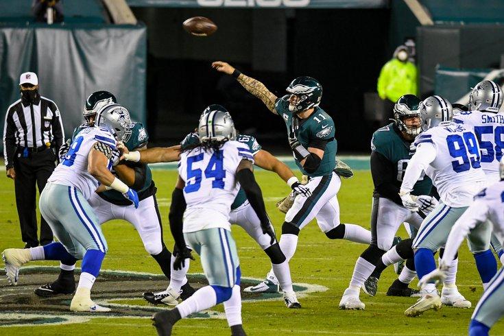 Eagles_Cowboys_Carson_Wentz_throw_110220