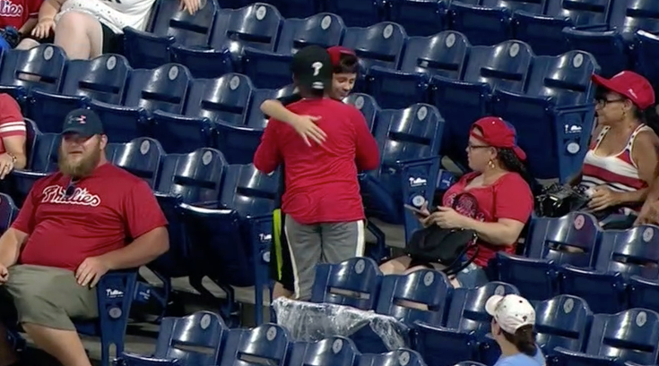 Young Phillies fan gifts foul ball