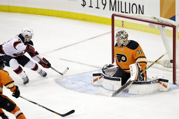 030815_Flyers-Devils_AP