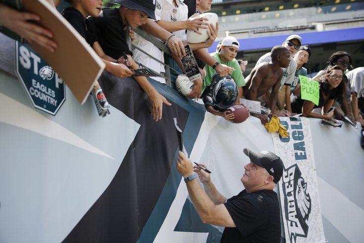 123015_Kelly-fans_AP