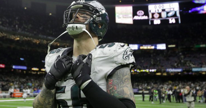 Amtrak, former Eagle Chris Long joke about Cam Newton's $1,500 flight rejection - EpicNews