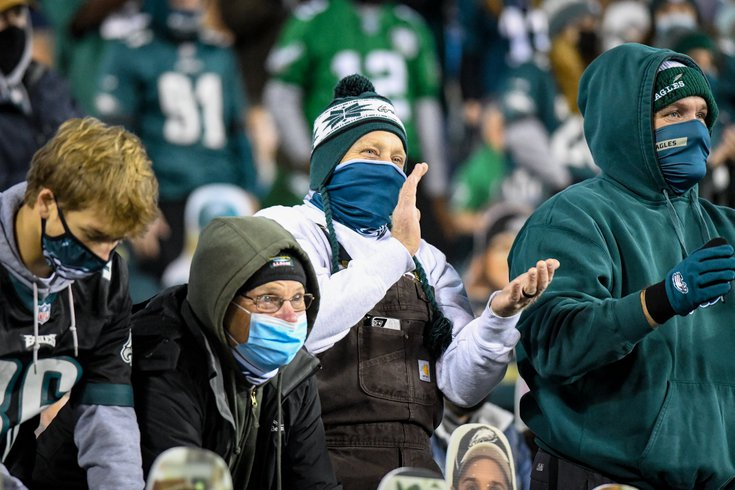 81221 Eagles fans masking at Lincoln Financial Field