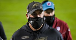 Eagles_Cowboys_Doug_Pederson_mask_2_Week8_Kate_Frese_11022089.jpg