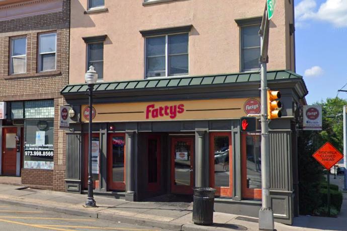 据称,新泽西州一名男子在北泽西州的Fattys餐厅因拒绝戴面罩而被拒绝服务后,威胁要杀死员工。(photo:PhillyVoice)