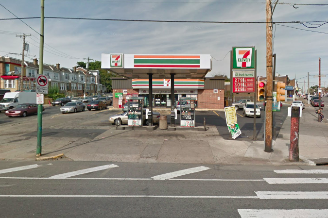 Giant explosion hits gas pump at 7-Eleven store in Philly