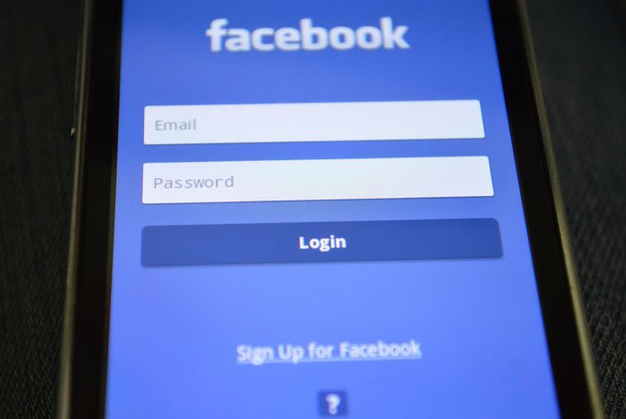 Facebook sign in on mobile phone