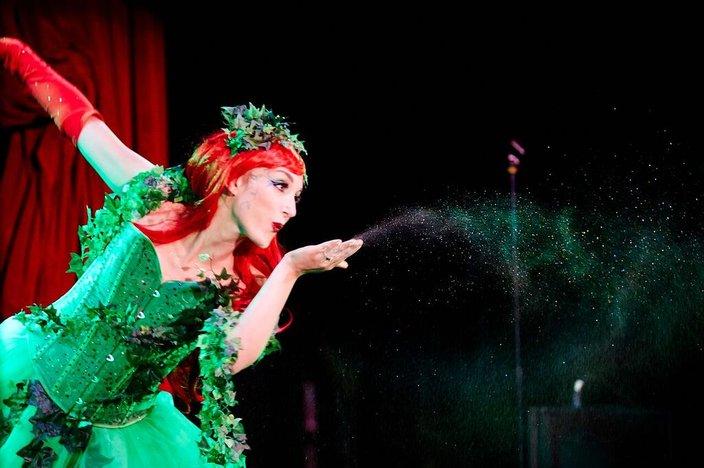 Hattie Glitter burlesque show