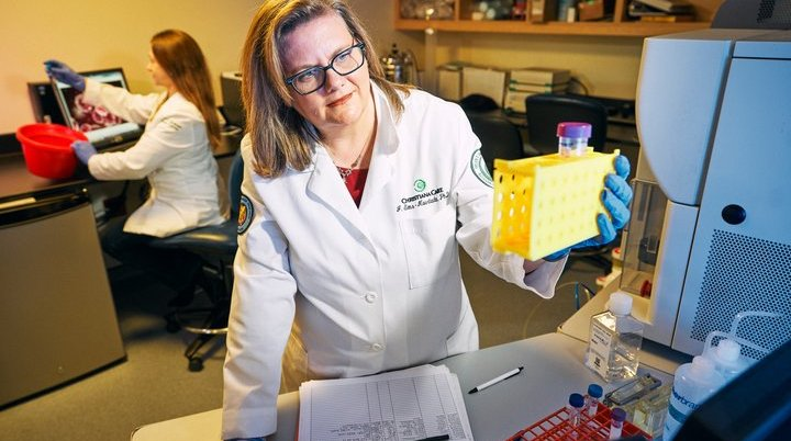 Dr. Sims-Mourtada studying breast cancer stem cells in the lab