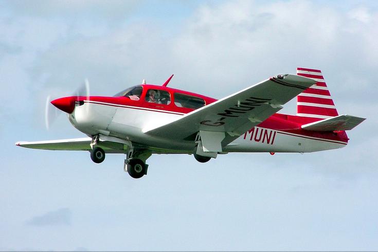 Mooney M20J plane
