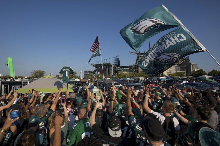 Eagles-Fans_080119_usat
