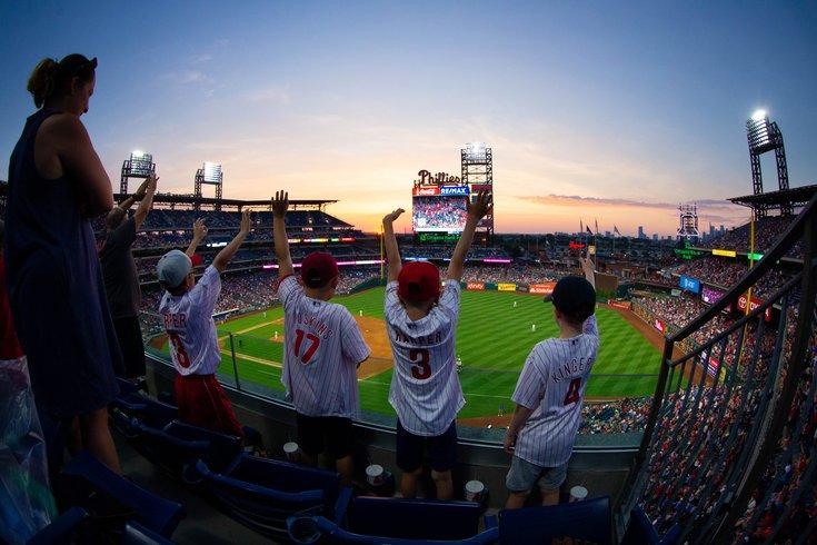 Phillies-fans_040520_usat