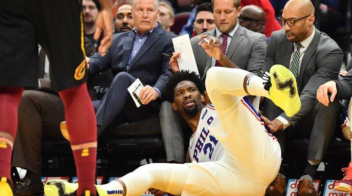 Sixers-76ers-Joel-Embiid-hurt-Cavaliers_022620