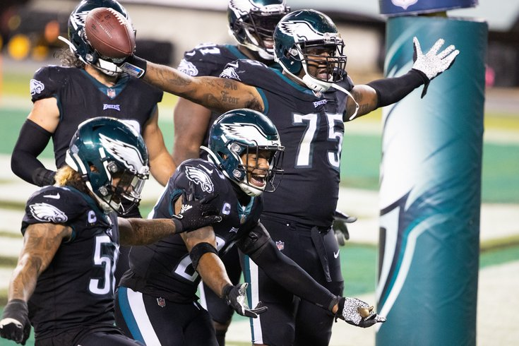 Eagles-defense-celebrates_102320_USAT