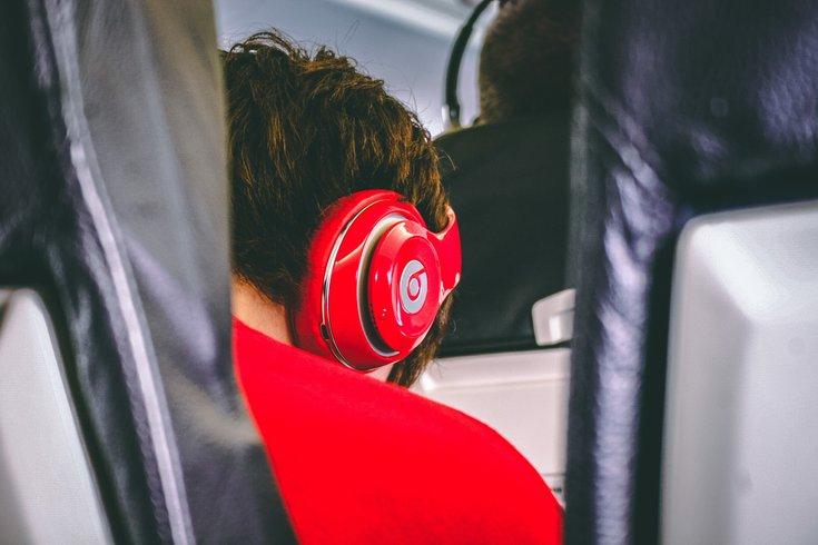 airplane_beats_headphones_teenager