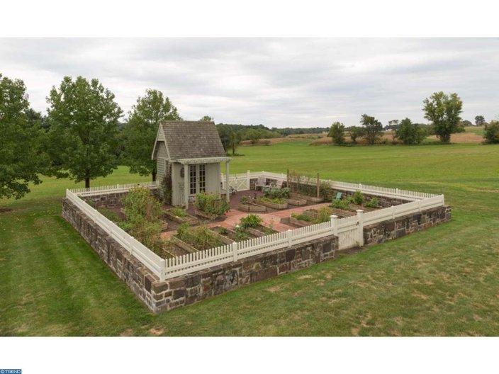 18th-century farmhouse estate — with modern amenities ...