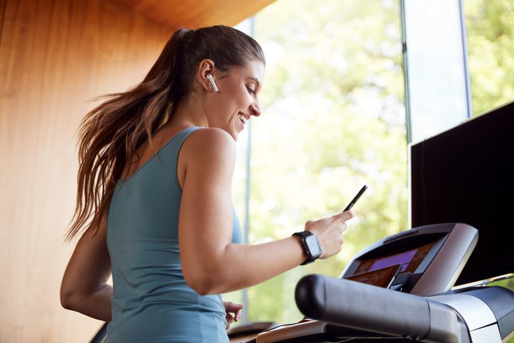 Woman doing cardio at home