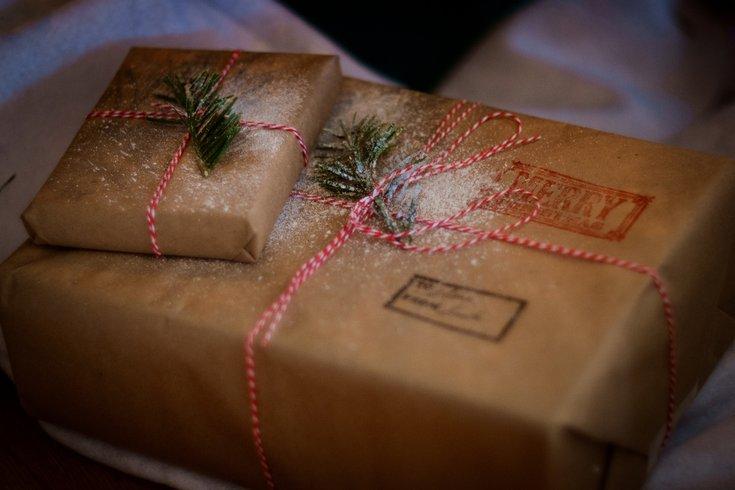 Christmas_Gifts_Unsplash_Nathan_Lemon