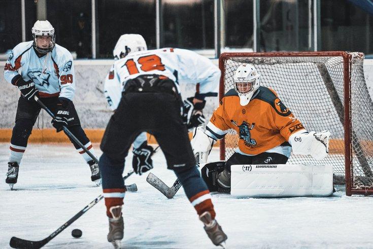 由于COVID-19病例的激增,新泽西州已经将高中冰球赛季的开始时间推迟到2021年。(photo:PhillyVoice)
