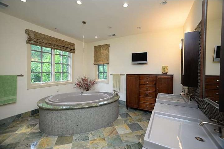 Paoli bathroom