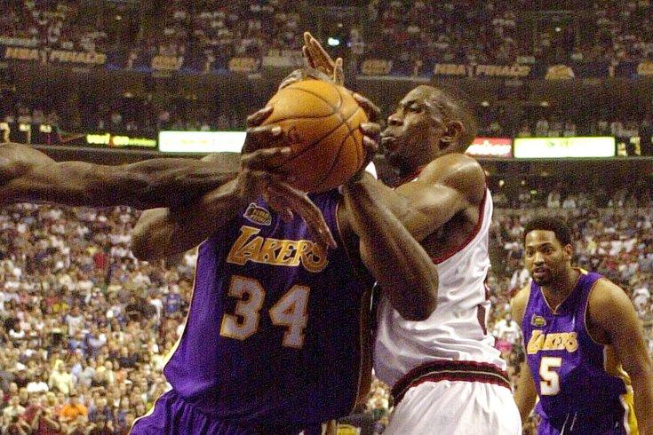 Sixers-76ers-Lakers-2001-NBA-Finals_Dikembe-Mutombo-Shaq_032520