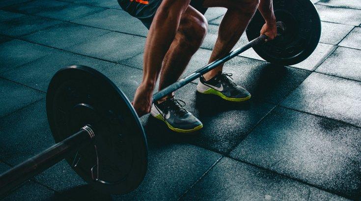 Men_lifting_weights