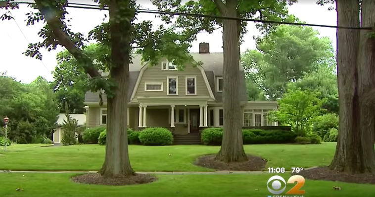 New Jersey home haunted by 'The Watcher' sells at $400K loss - EpicNews